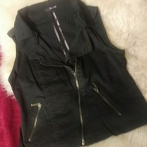 Maurices black vest sz s/m